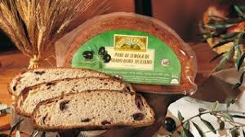 Sliced-Sicilian-durum-wheat-bread-with-olives